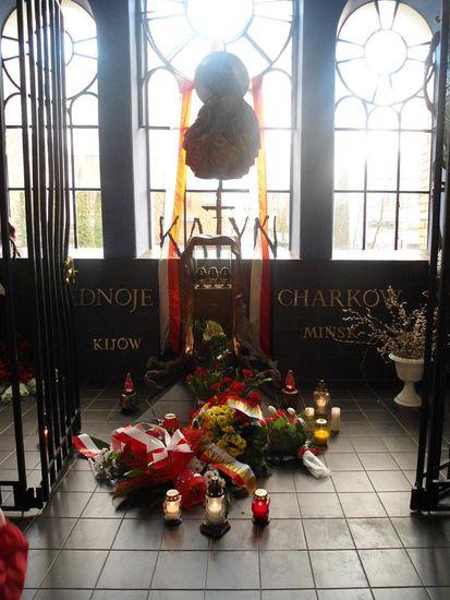Ogl?dasz obrazy z dzia?u: 72 rocznica mordu w Katyniu